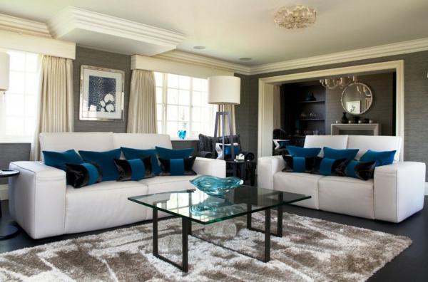 canapé-natuzzi-coussins-bleus-table-en-verre-rectangulaire
