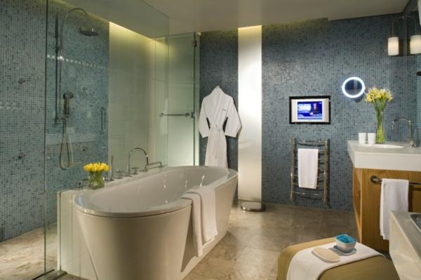 carrelage-mosaique-bleu-salle-de-bains-contemporaine