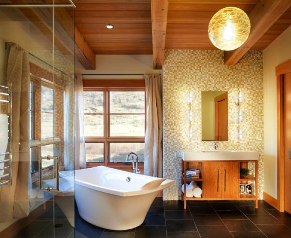 carrelage-mosaique-et-suspension-boule-dans-une-salle-de-bains-luxueuse