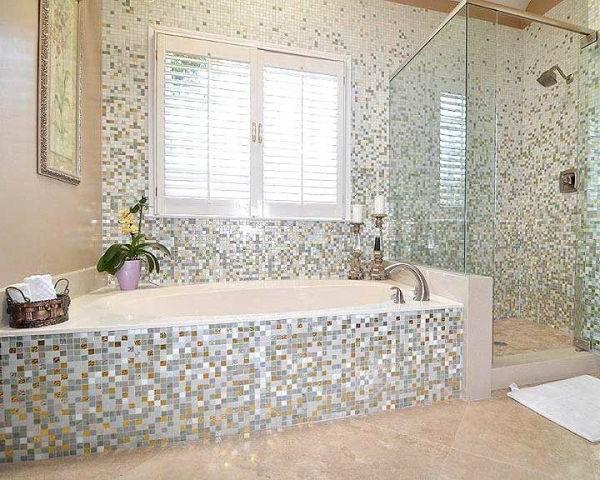 Le carrelage mosaique pour la d co de la salle de bains for Design de baignoire mosaique