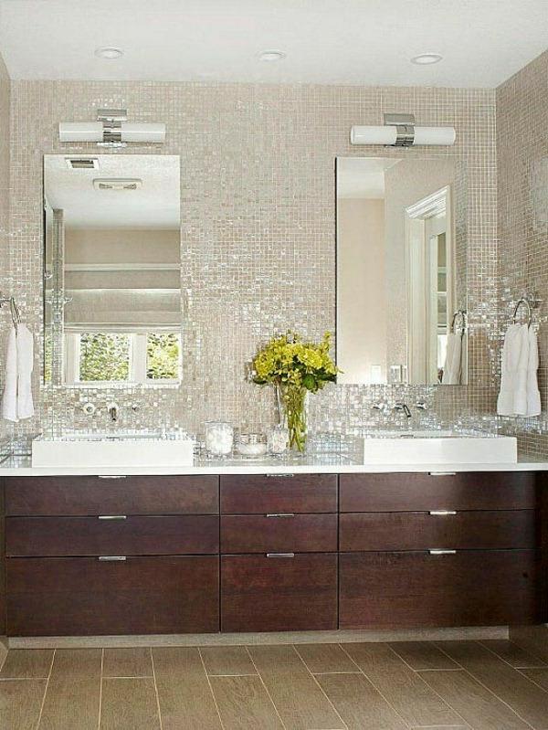 carrelage-mosaique-un-mur-mosaique-deux-miroirs-rectangles