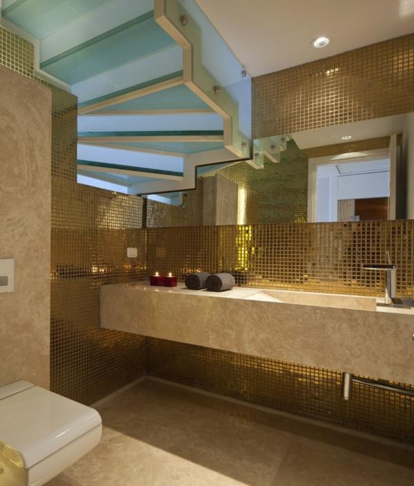 carrelage-mosaique-une-mosaique-métallique-de-salle-de-bains