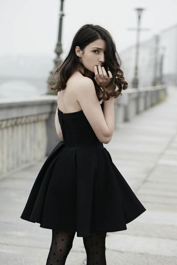 robe-noire-c'est-la-petite-robe-noire-comment-la-porter