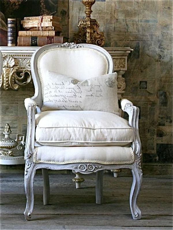 chaise-blanc-coussin-baroque