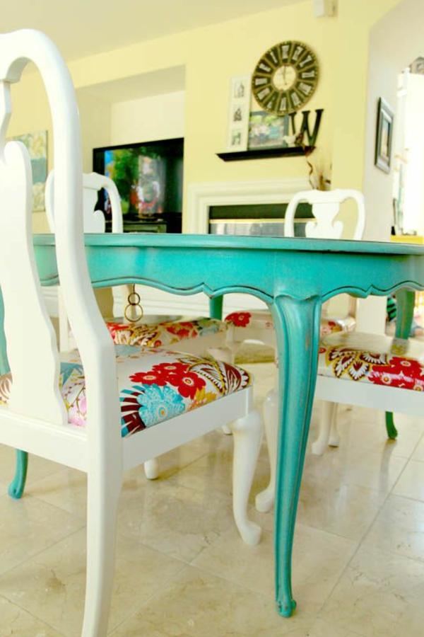 chaise-coloree-salle-de-sejour