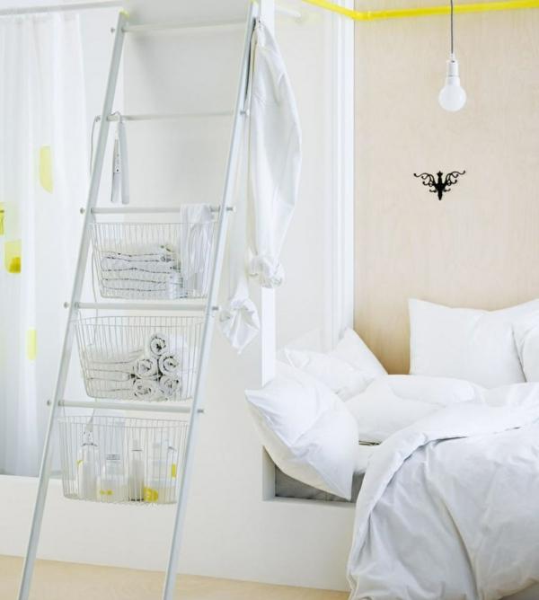 chambre-à-coucher-blanche-ligne-rayon-de-rangement-échelle