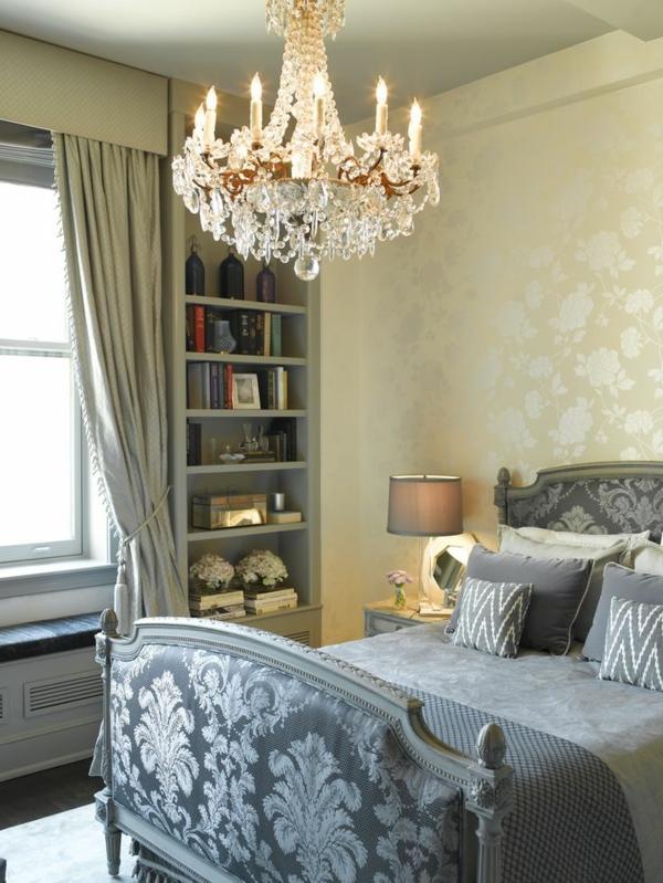 chambre-à-coucher-intérieur-contemporain-lustre-baroque-séjour-lit-couvre-coussins-style