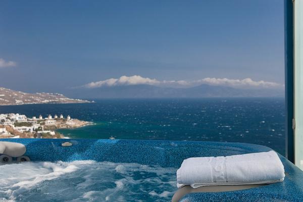 chambre-d'hôtel-avec-jacuzzi-à-Mykonos