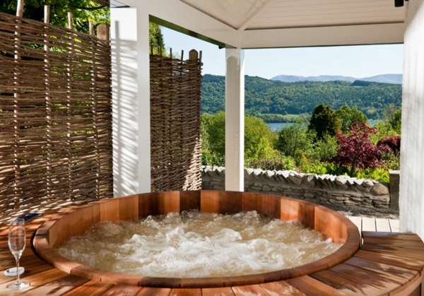 chambre-d'hôtel-avec-jacuzzi-baignoire-chaude