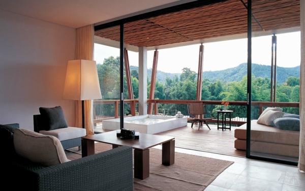 chambre-d'hôtel-avec-jacuzzi-baignoire-spa-sur-la-terrasse