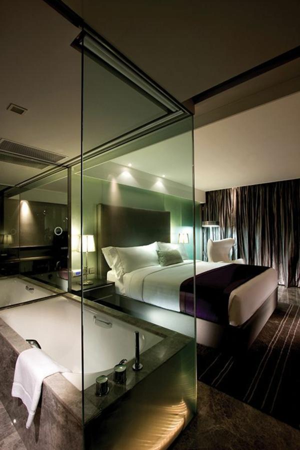 chambre-d'hôtel-avec-jacuzzi-chambre-à-coucher-avec-baignoire