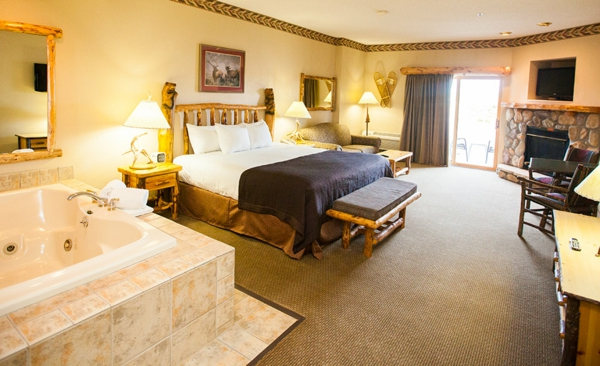 chambre-d'hôtel-avec-jacuzzi-et-foyer
