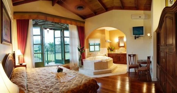 chambre-d'hôtel-avec-jacuzzi-grand-appartement