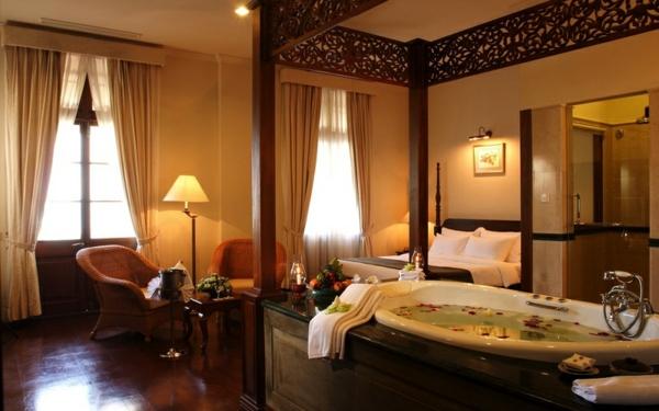 chambre-d'hôtel-avec-jacuzzi-intérieur-fantastique