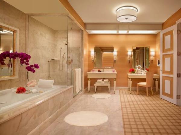 chambre-d'hôtel-avec-jacuzzi-un-hôtel-à-Vegas