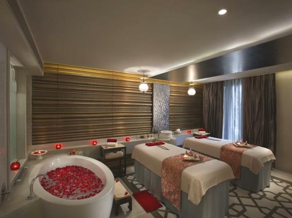 chambre-d'hôtel-avec-jacuzzi-un-hôtel-aux-Indes