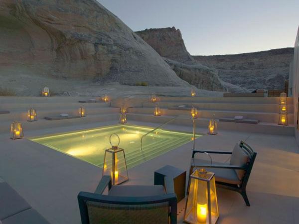 chambre-d'hôtel-avec-jacuzzi-un-jacuzzi-extérieur-dans-le-désert