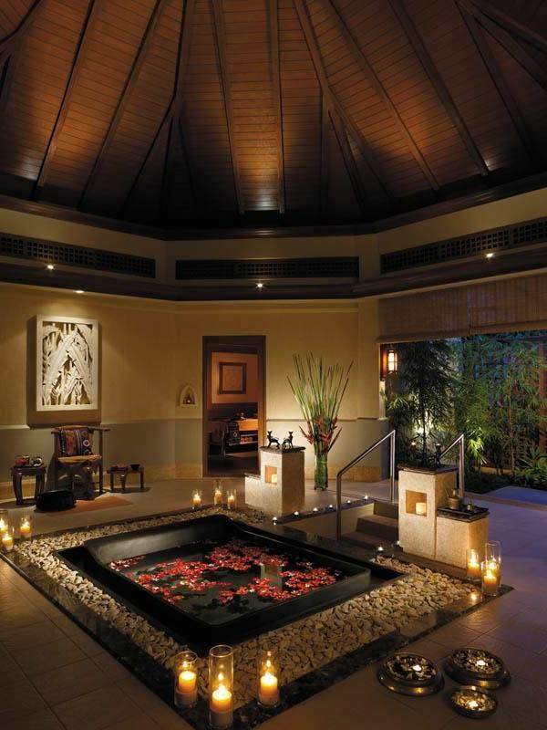 Chambre A Coucher Capitonne : Chambre d'hôtel avec jaccuzi – intérieurs inspirants et vues