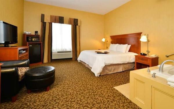 chambre-d'hôtel-avec-jacuzzi-une-chambre-spa