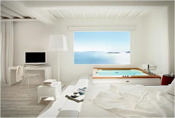 chambre-d'hôtel-avec-jacuzzi-une-salle-blanche-sensationnelle