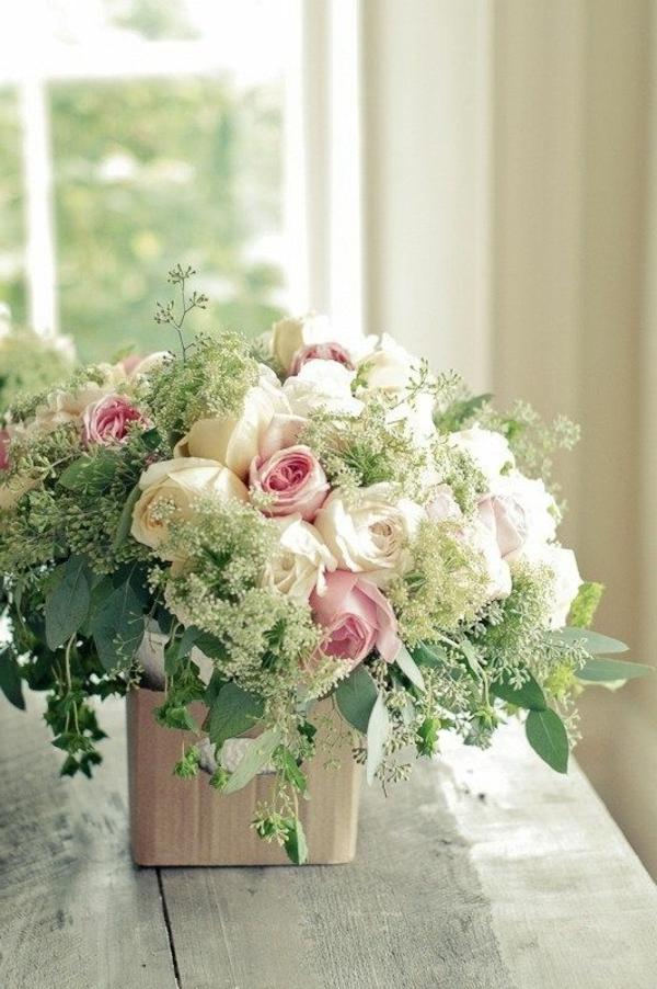chambre-lumineuse-ambiance-joviale-dans-le-salon-avec-jolie-fleur-des-roses