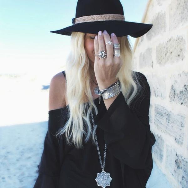 chapeau-en-feutre-noir-plage