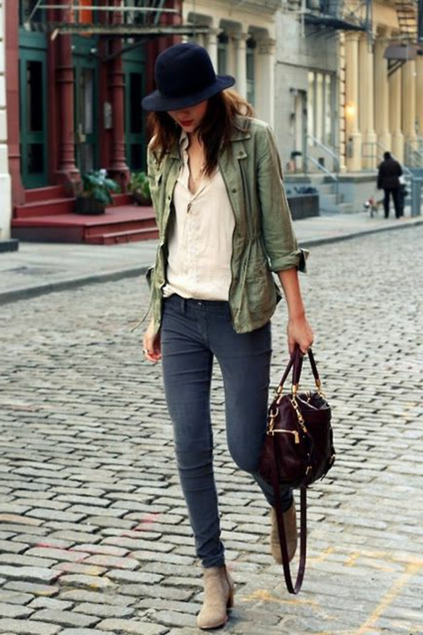 chapeau-feutre-femme-moderne-rue