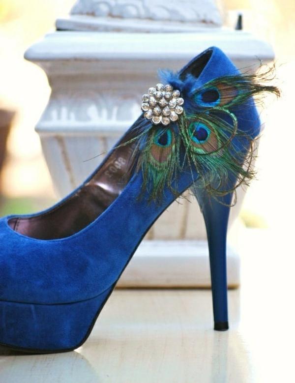 chaussures-à-talon-haut-bleu-plume