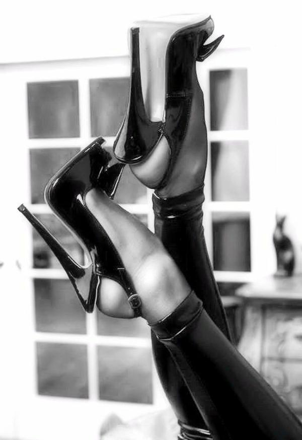 chaussures-à-talon-haut-noir-femme-fatale