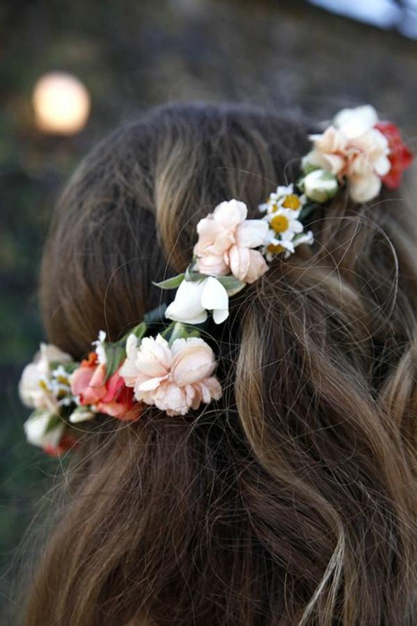 cheveux-brun-couronne-fleurs
