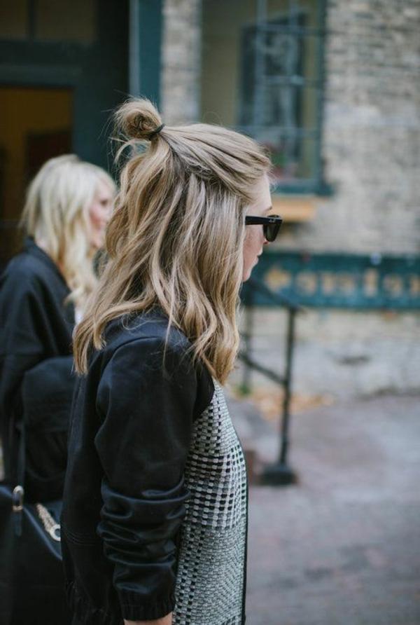 cheveux-rassemblés-négligent-femme