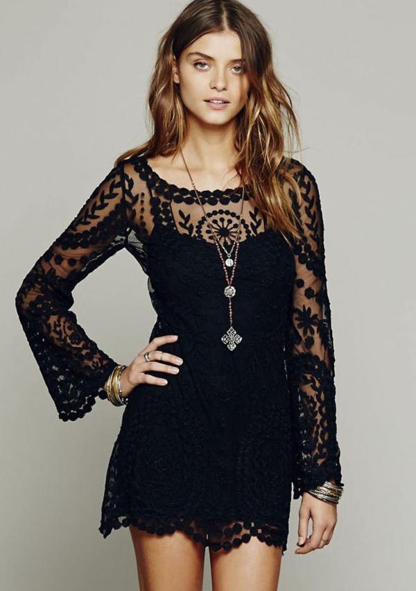Petite robe noire avec dentelle