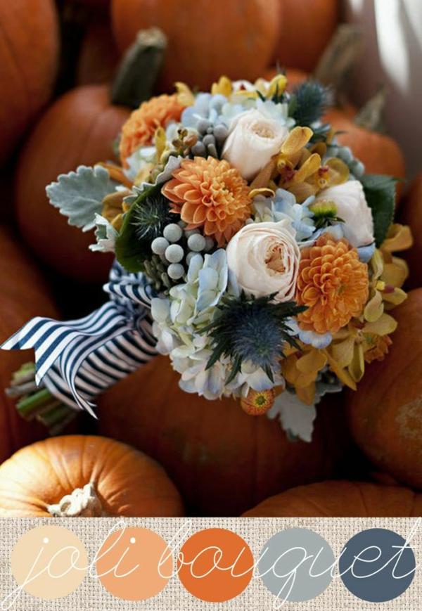 composition-des-fleurs-en-orange-et-bleu