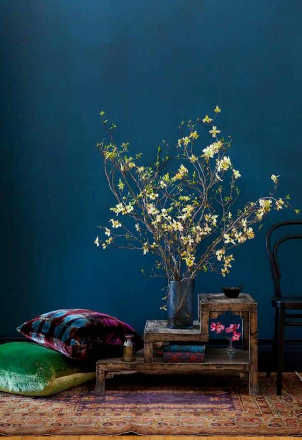 composition-des-fleurs-jolie-bouquet-bleu-mur