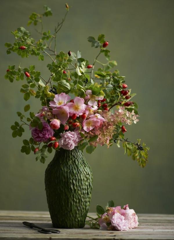 composition-fleurale-professionnelle-mur-vert