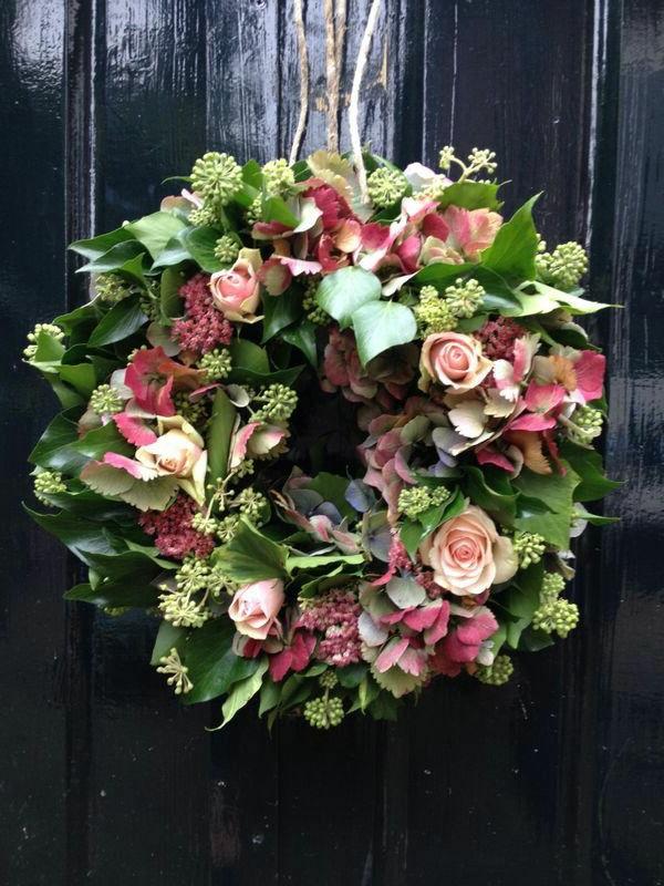 couronne-de-fleurs-porte-d-entrée