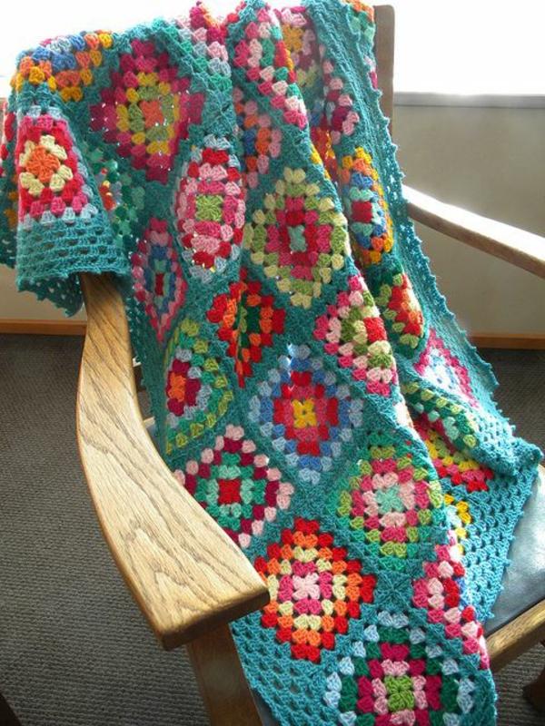 couverture-au-crochet-lit-coloré