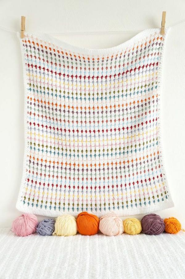 couverture-au-crochet-mur