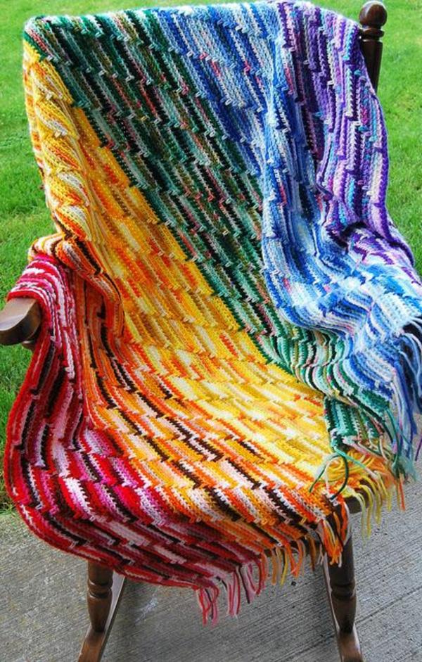 couverture-au-crochet.-chaise-jardin