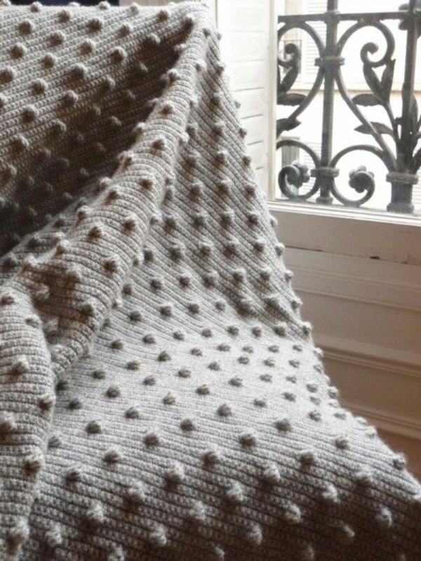 couverture-au-crochet.-chaise