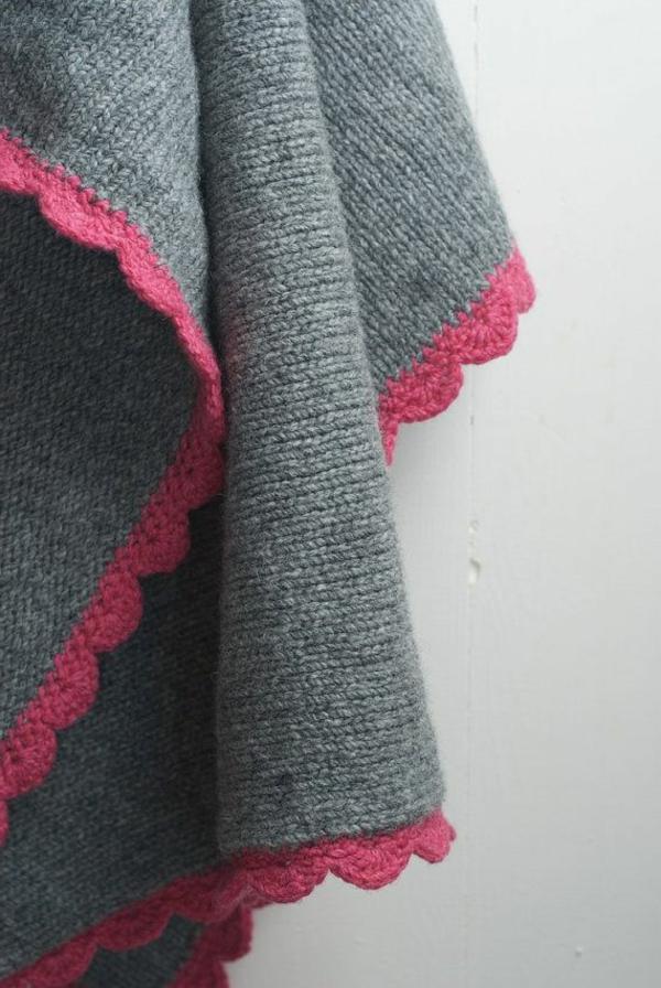 couverture-tricoté-gris-rose