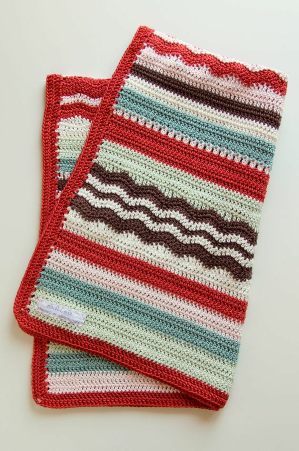 couverture-tricoté-rouge-bleu