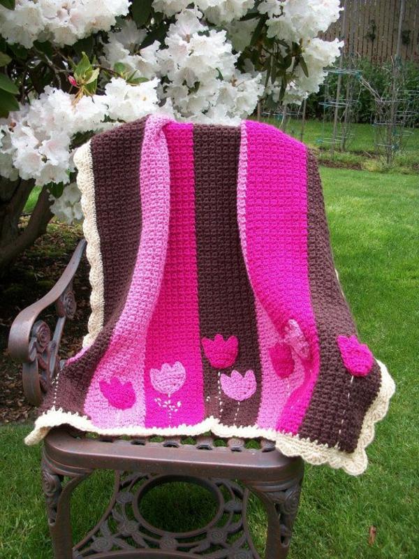 couverture-tricotée-colorée