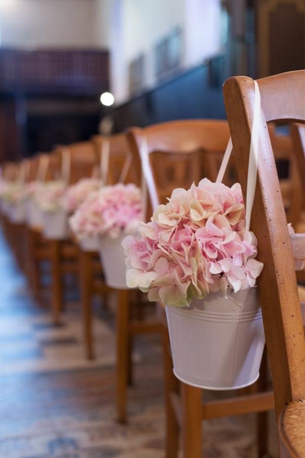 décoration-avec-fleur-chaises