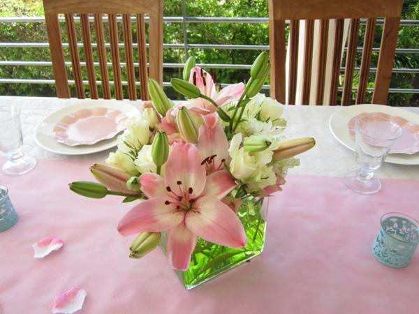 décoration-de-table-à-manger- composition-florale-fleurs-bien-rangées