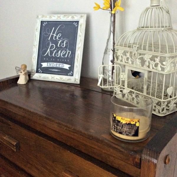 décoration-jollie-cage-oiseux-table-planche-noir-craie-table-a-coucher