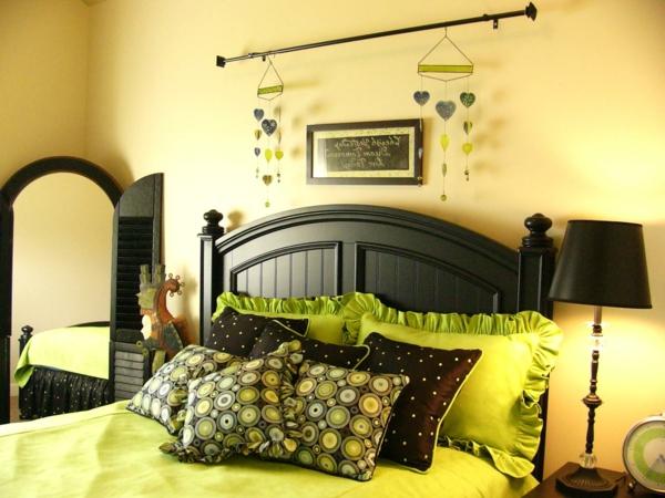 décoration-mirroir-verte-jaune-printemps-feuille-lit-chambre-à-coucher