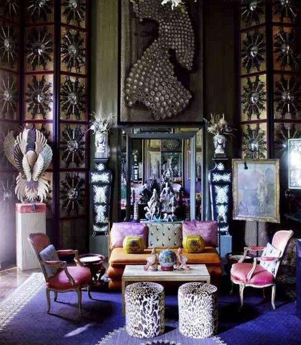 décoration-orientale-un-tapis-bleu-et-chaises-baroques