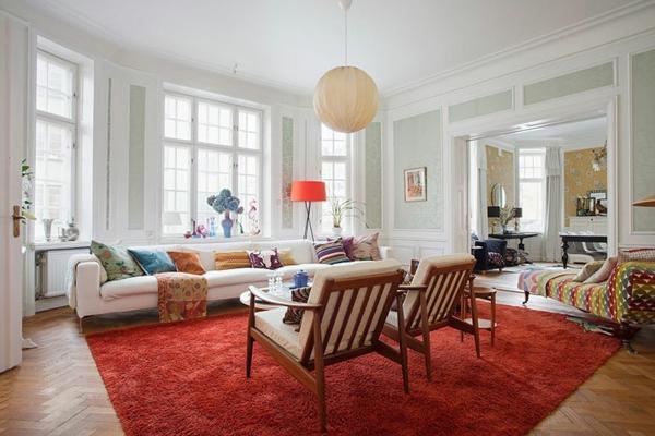 décoration-scandinave-suspension-globe-et-tapis-rouge