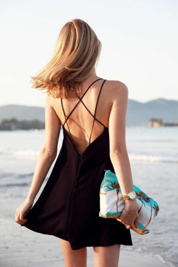 détail-le-dos-de-la-Petite-robe-noire